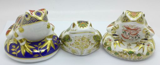 Three Royal Crown Derby paperweights, Mulberry Hall Frog, 296 of 500, gold stopper, signed by Sue