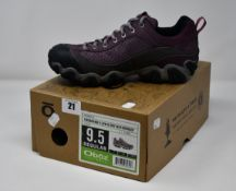 A pair of women's as new Oboz Firebrand II Low B-Dry waterproof hiking shoes (UK 7 - RRP £117).