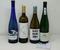 A quantity of assorted wine to include Txomin Etxaniz, Flor De Vetus Verdejo 2019 and Mar De