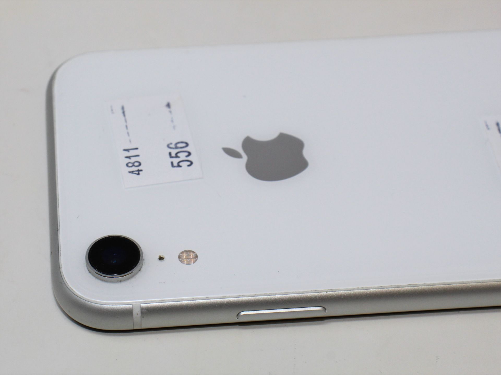 A pre-owned Apple iPhone XR (Global/A2105) 64GB in White (iCloud activation clear, some light - Image 9 of 10