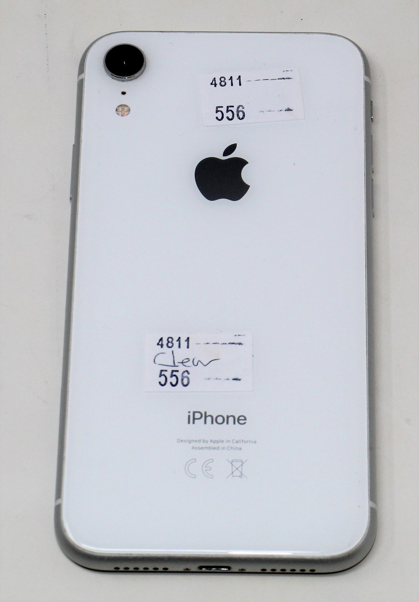 A pre-owned Apple iPhone XR (Global/A2105) 64GB in White (iCloud activation clear, some light - Image 8 of 10