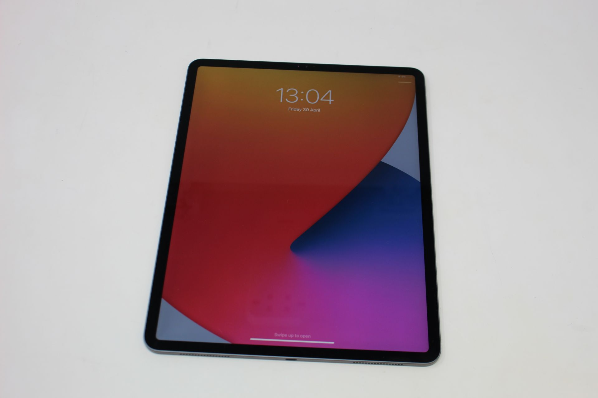 "SOLD FOR PARTS: A pre-owned Apple iPad Pro 3 12.9"" A1876 256GB in Space Grey (Activation lock clear) - Image 5 of 7"