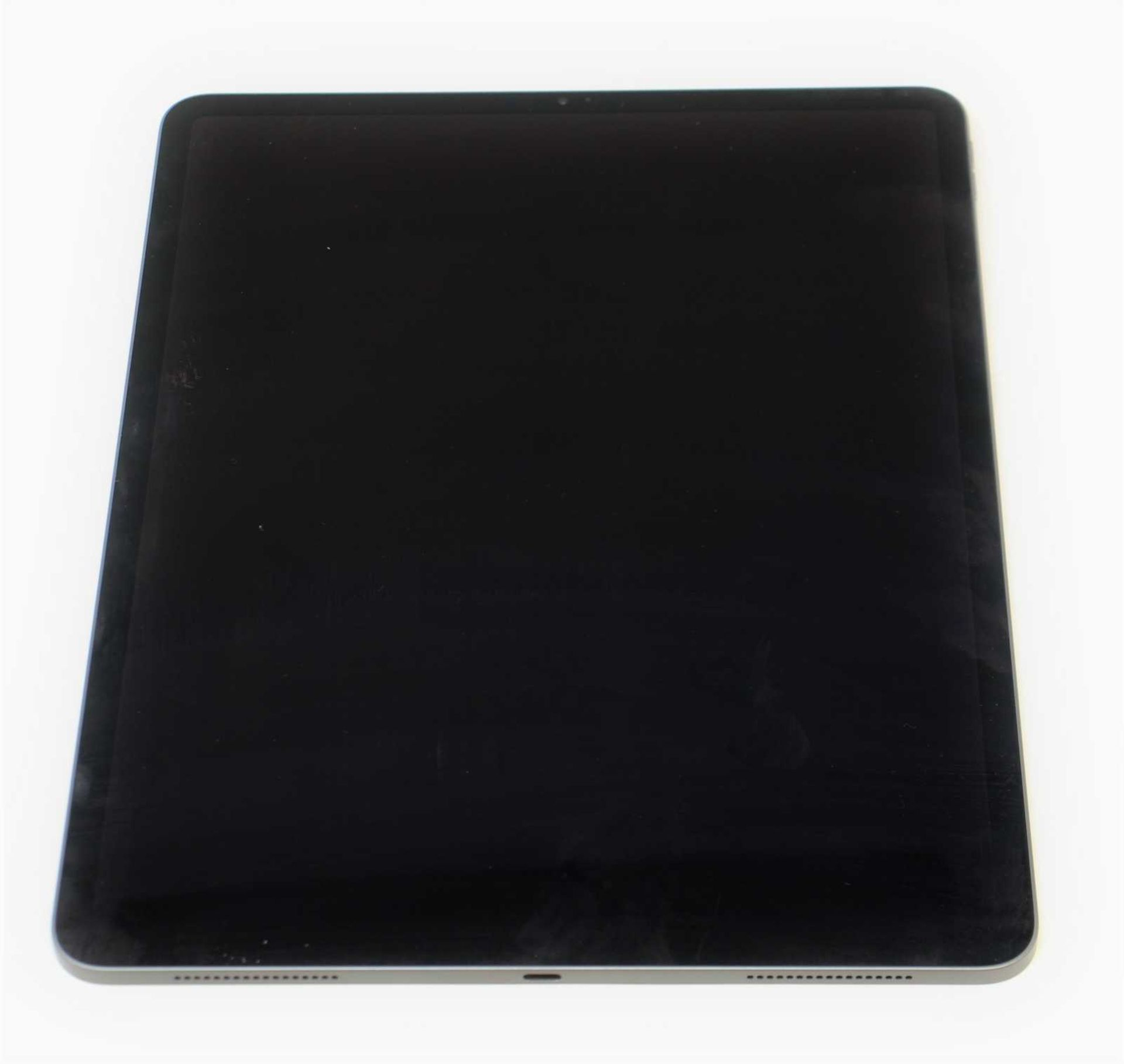 "SOLD FOR PARTS: A pre-owned Apple iPad Pro 3 12.9"" A1876 256GB in Space Grey (Activation lock clear) - Image 6 of 7"