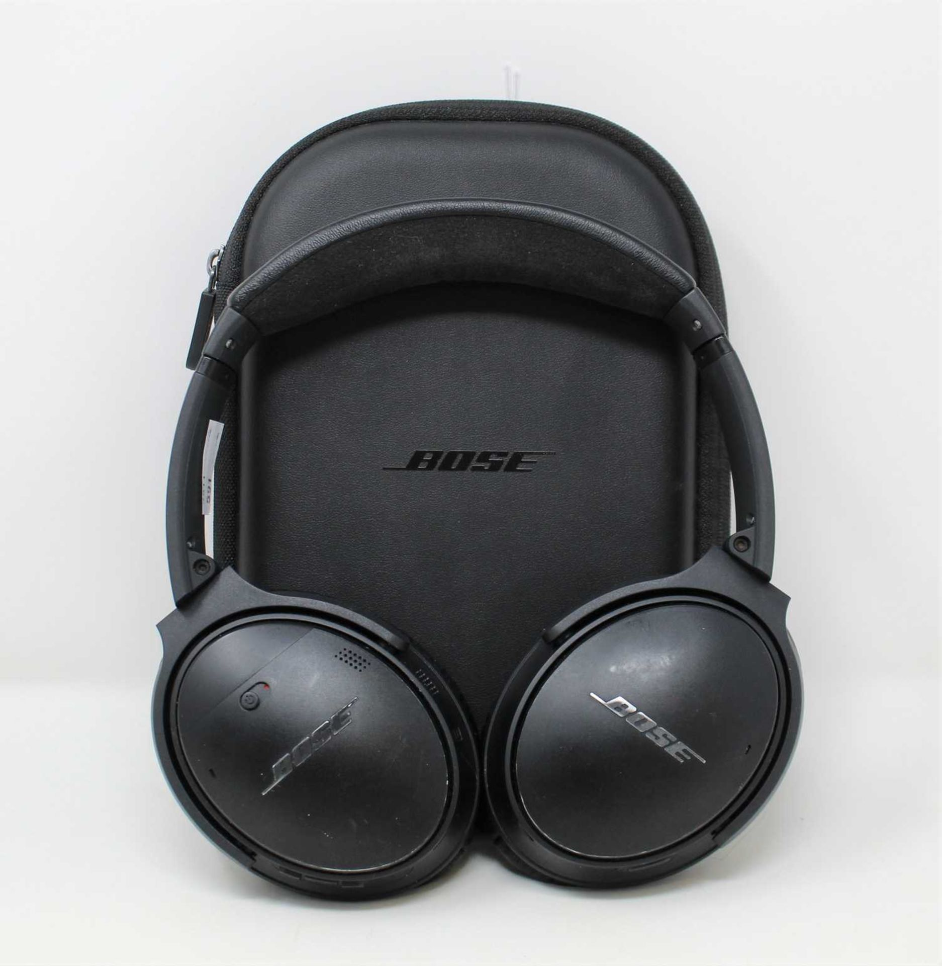 A pre-owned pair of Bose QuietComfort 35 II Wireless Headphones in Black with storage case (Some