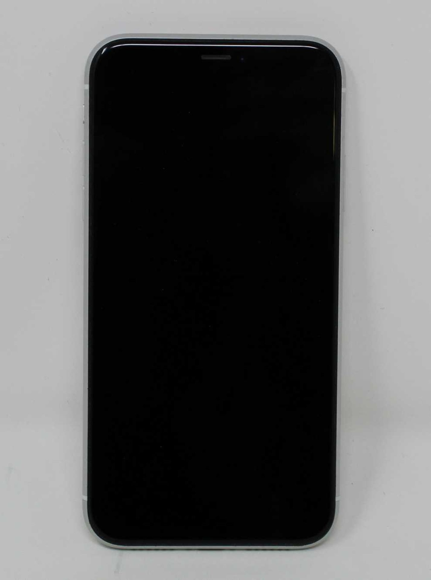 A pre-owned Apple iPhone XR (Global/A2105) 64GB in White (iCloud activation clear, some light - Image 10 of 10