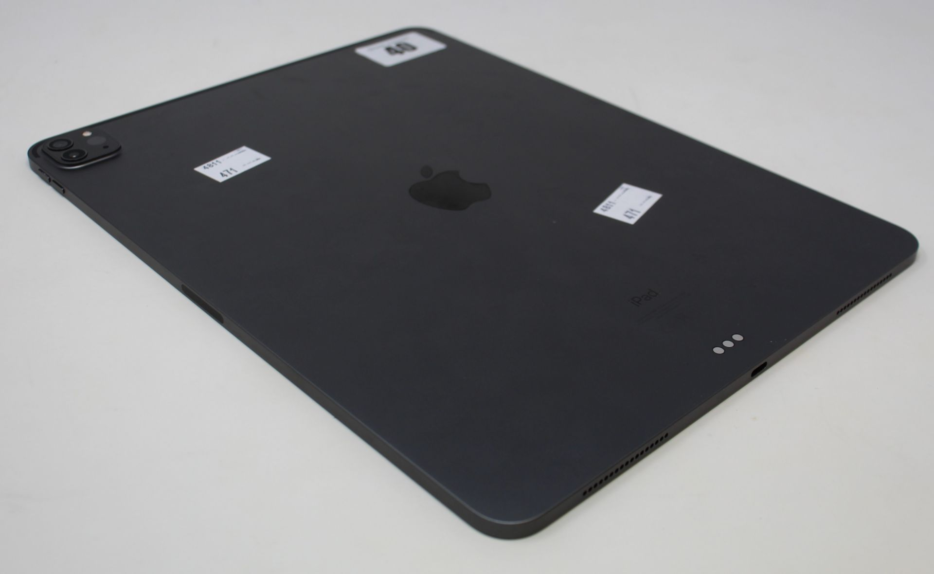 """SOLD FOR PARTS: A pre-owned Apple iPad Pro 4 12.9"""" A2229 256GB in Space Grey (Activation lock clear) - Image 7 of 8"""