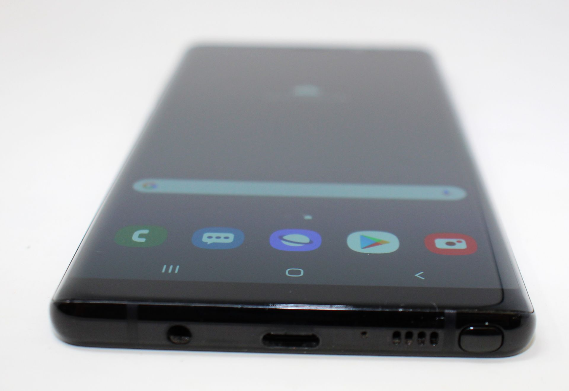 A pre-owned Samsung Galaxy Note 8 SM-N950F 64GB in Black (FRP clear. Some cosmetic scratches to - Image 3 of 7