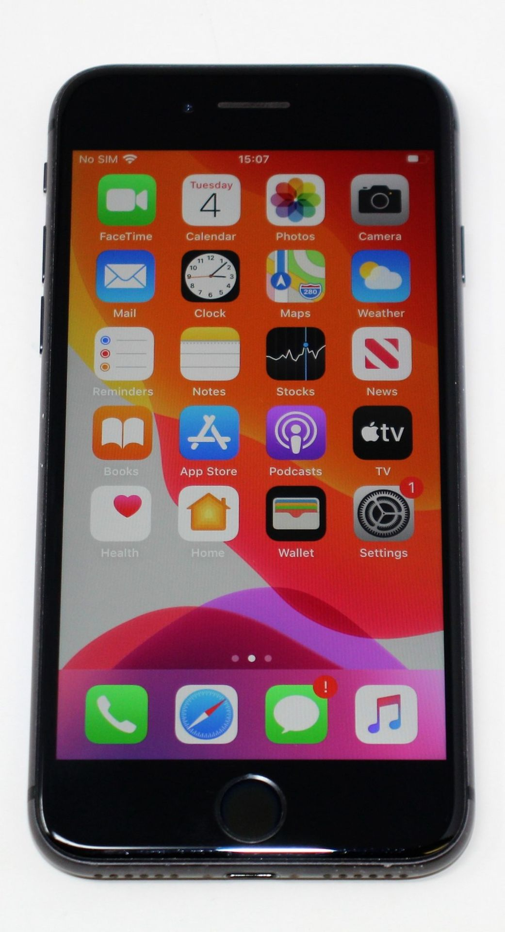 A pre-owned Apple iPhone 8 (AT&T/T-Mobile/Global/A1905) 64GB in Space Grey (iCloud activation clear, - Image 2 of 8