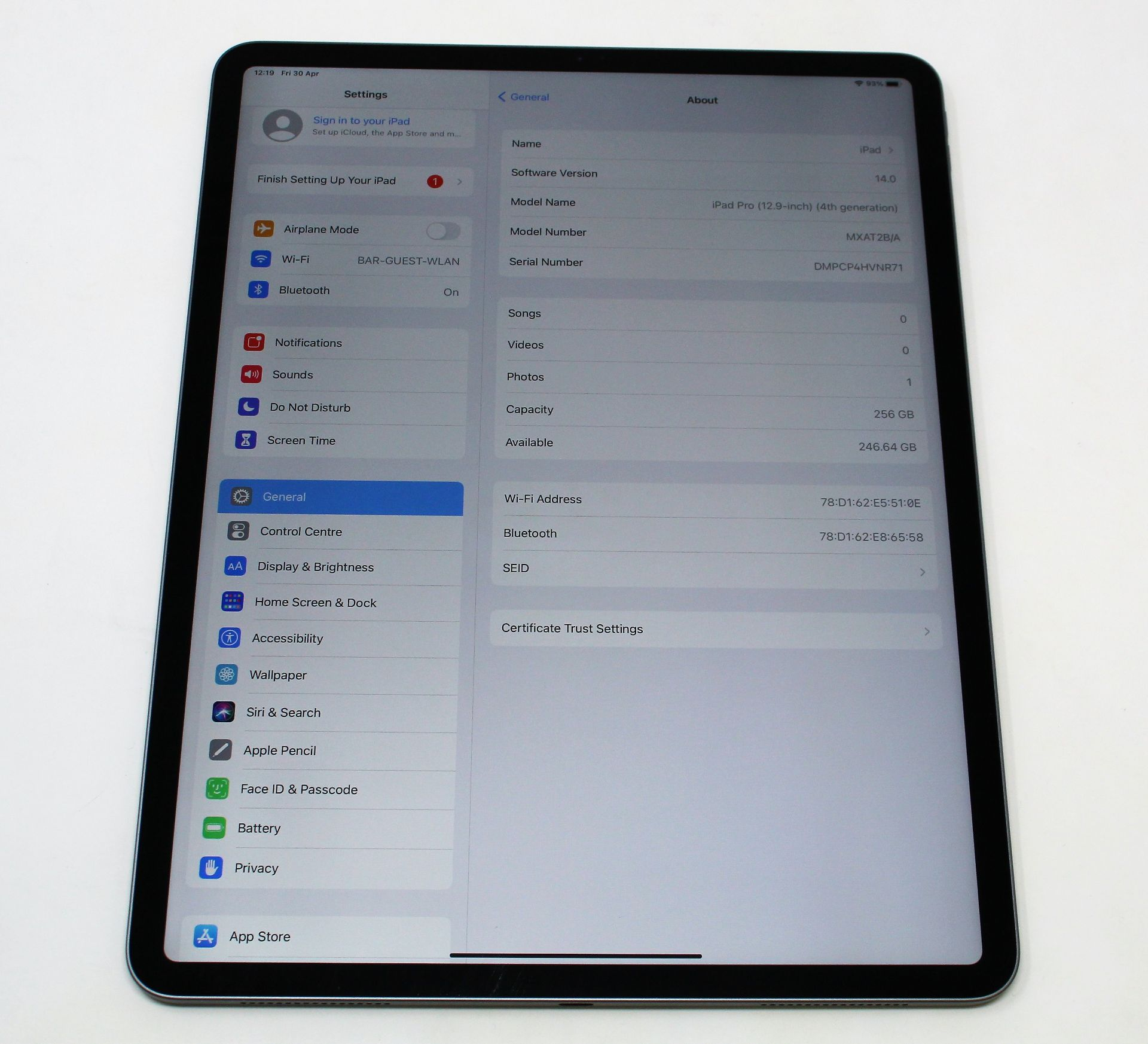 """SOLD FOR PARTS: A pre-owned Apple iPad Pro 4 12.9"""" A2229 256GB in Space Grey (Activation lock clear) - Image 4 of 8"""