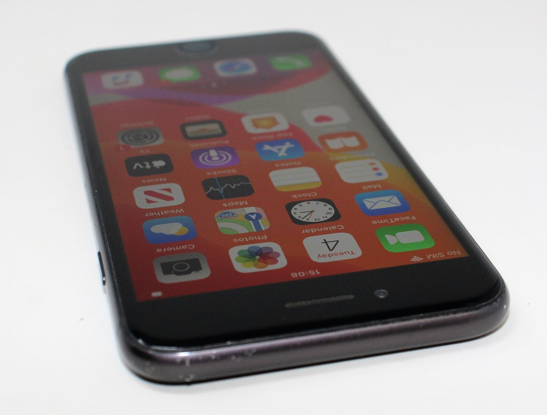 A pre-owned Apple iPhone 8 (AT&T/T-Mobile/Global/A1905) 64GB in Space Grey (iCloud activation clear, - Image 5 of 8