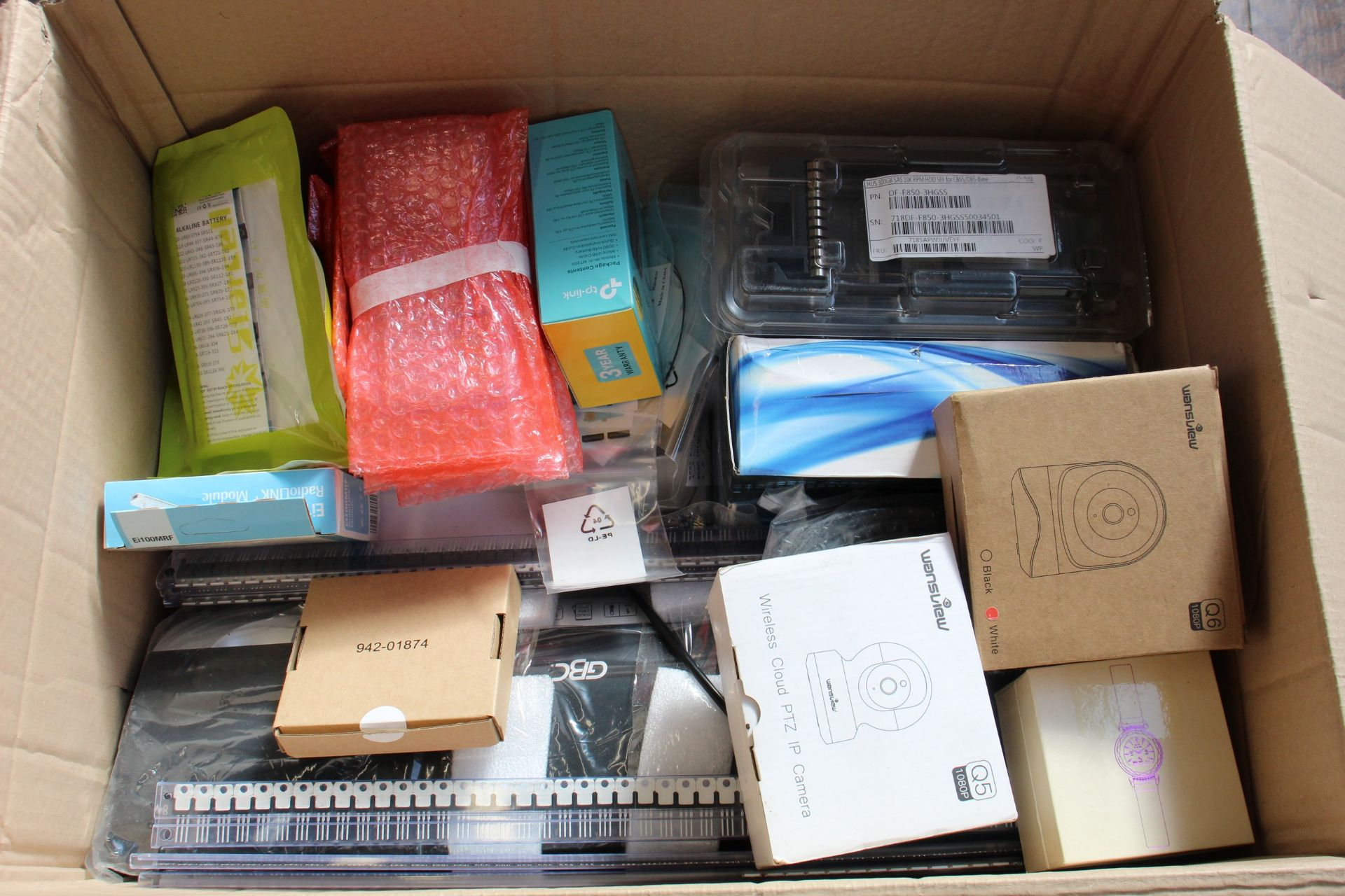 COLLECTION ONLY: A box of assorted new and pre-owned small electrical items and accessories. - Image 3 of 3