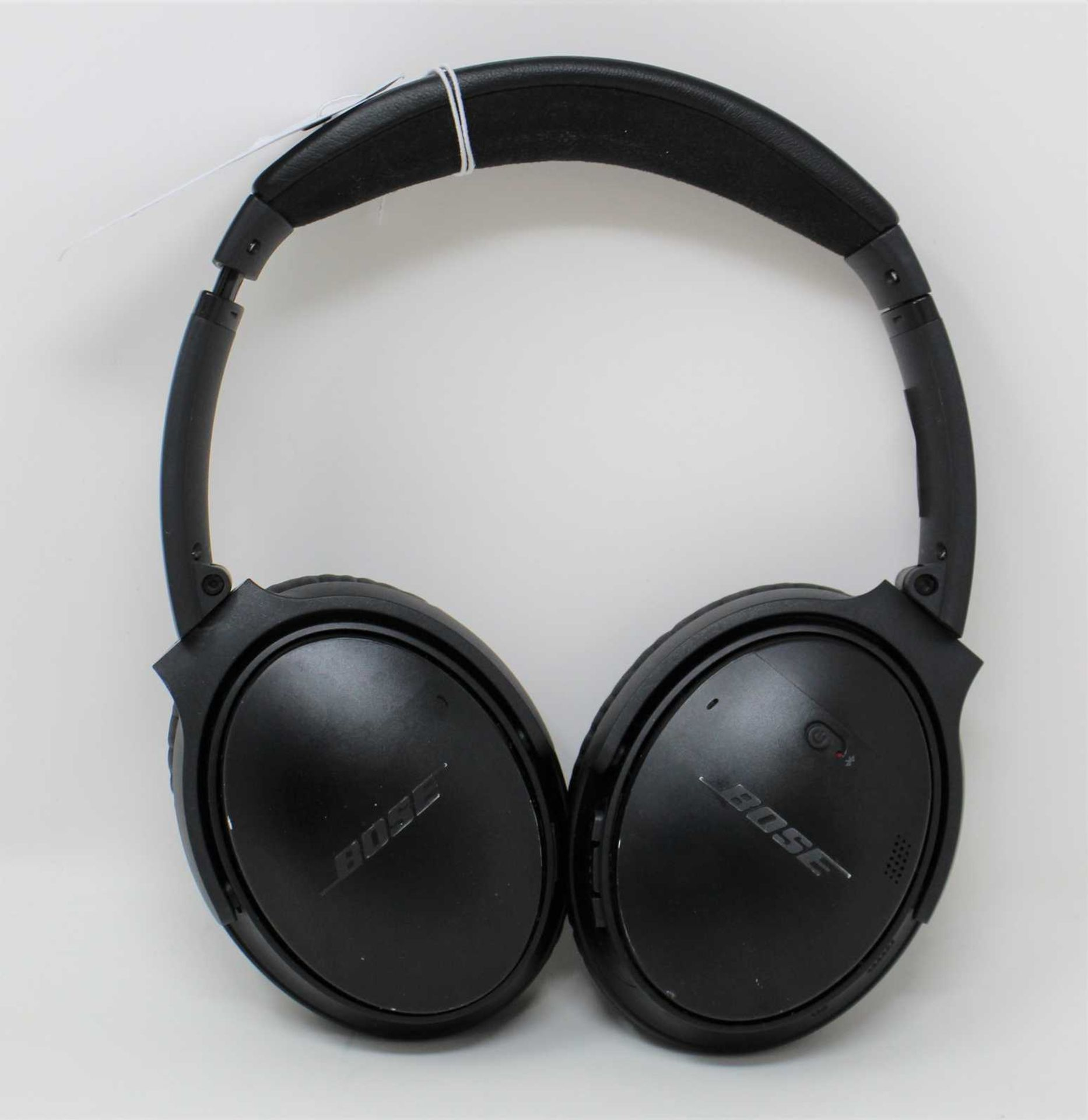 A pre-owned pair of Bose QuietComfort 35 II Wireless Headphones in Black (Some cosmetic marks to