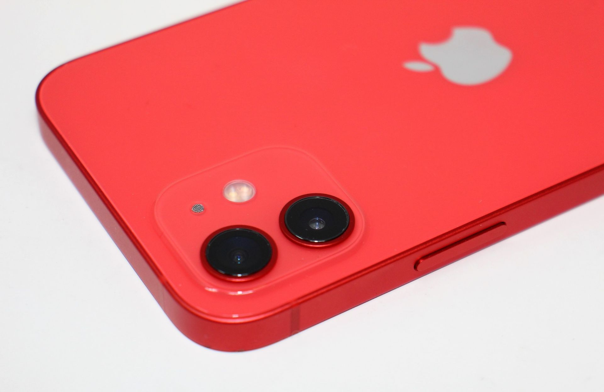 A pre-owned Apple iPhone 12 (Global/A2403) 128GB in Red (FRP clear. Some scratches to screen glass - Image 9 of 16