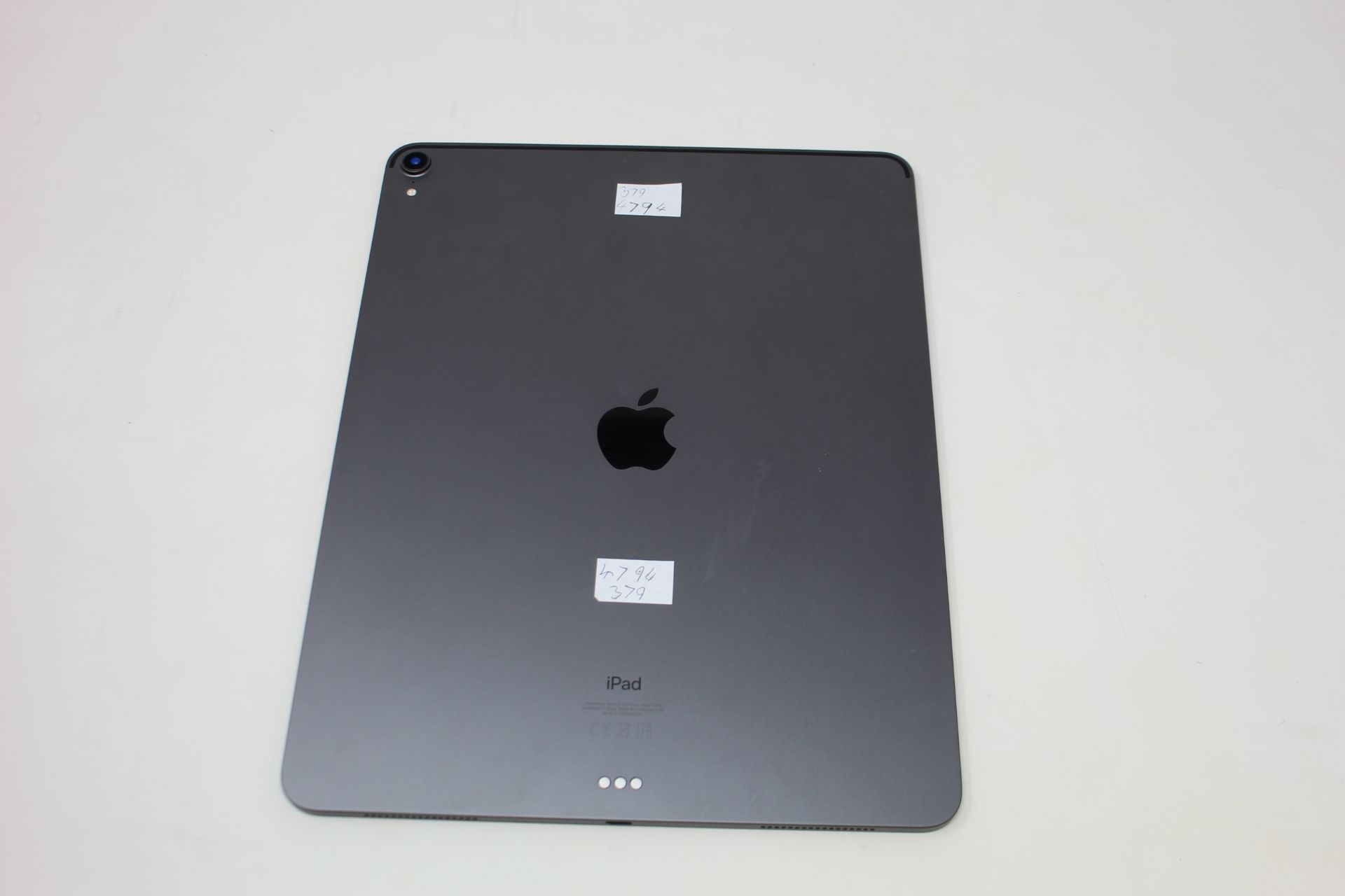 "SOLD FOR PARTS: A pre-owned Apple iPad Pro 3 12.9"" A1876 256GB in Space Grey (Activation lock clear) - Image 2 of 7"