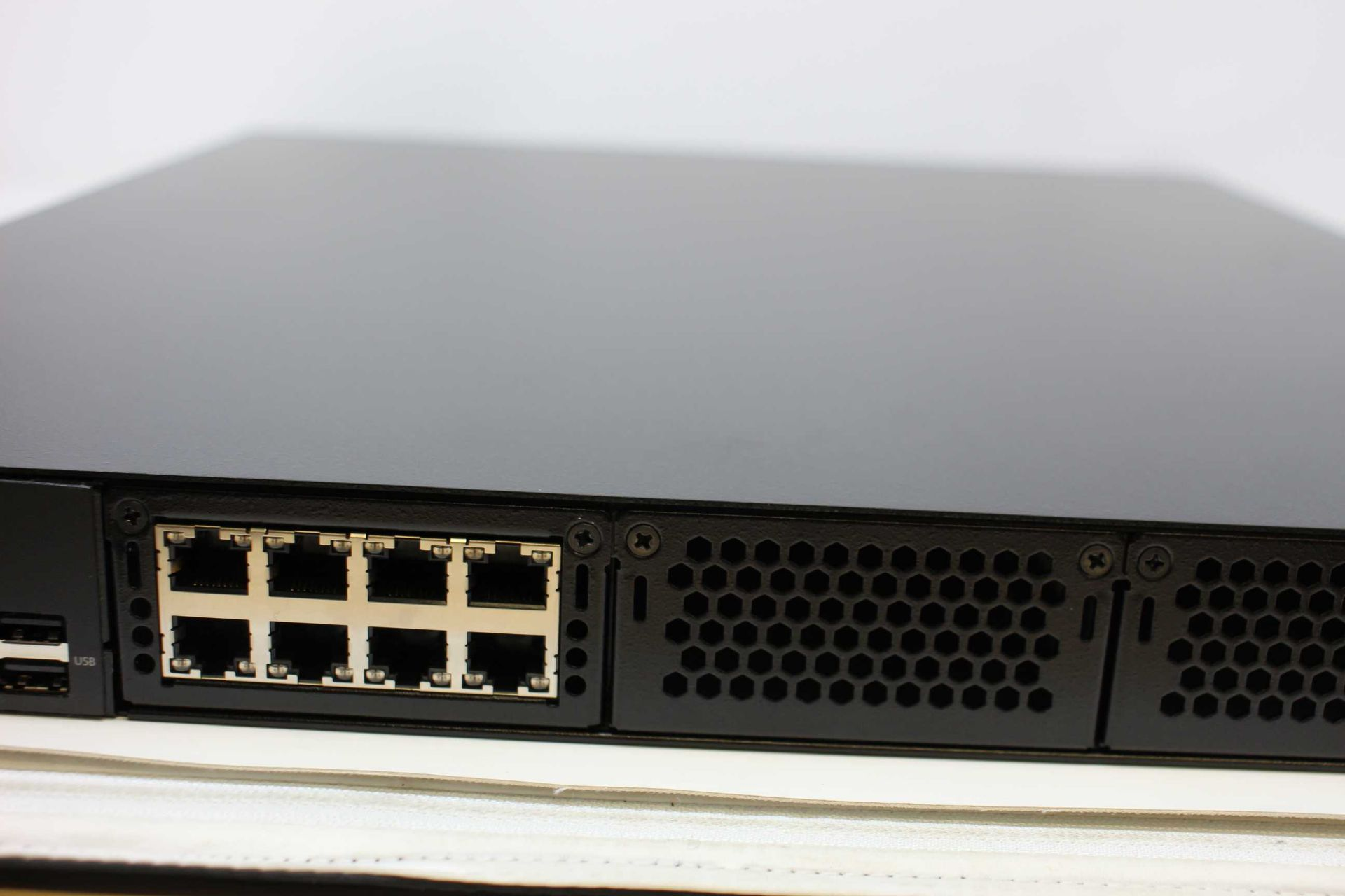 A boxed as new Barracuda Load Balancer ADC 640 (BBF640B BAR-BF-139349) (Rails, cables and manual - Image 12 of 18
