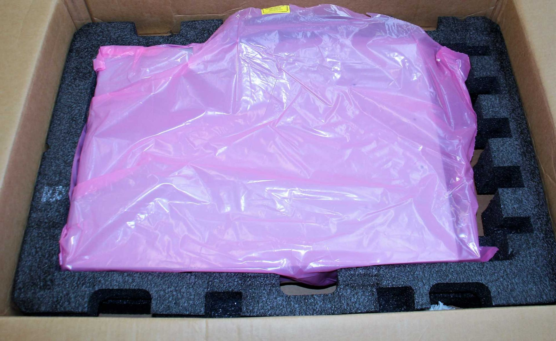 SOLD FOR PARTS: A pre-owned Brocade 6520 96 Port Switch (BR-6520-96-16G-R 80-1007257-04) (Box states - Image 2 of 2