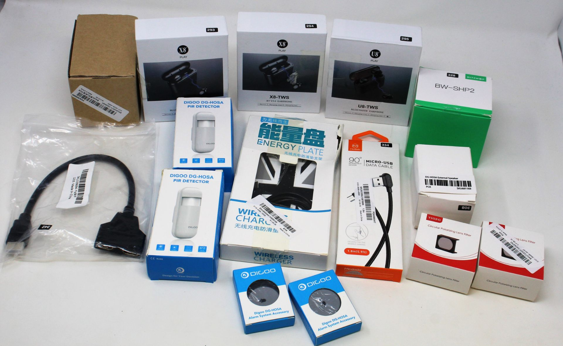 A box of assorted as new electrical items and accessories to include USB DVD drives, Bluetooth - Image 7 of 7