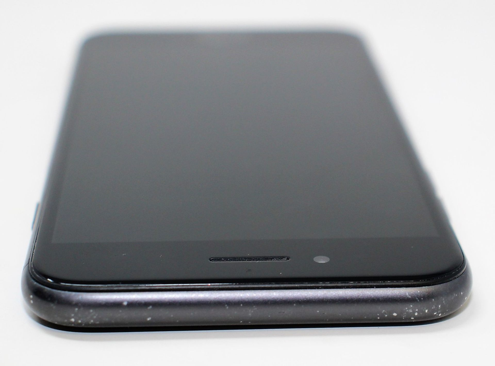 A pre-owned Apple iPhone 8 (AT&T/T-Mobile/Global/A1905) 64GB in Space Grey (iCloud activation clear, - Image 5 of 7