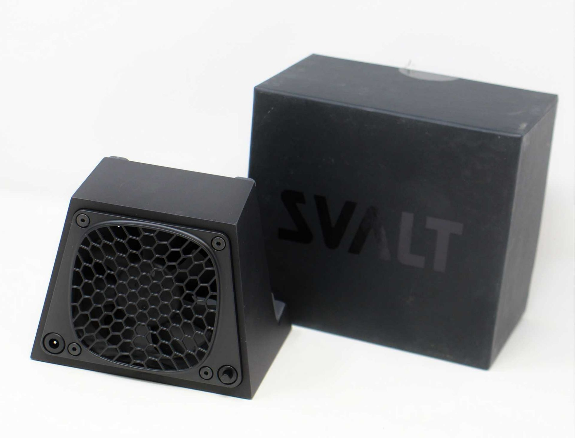 A pre-owned SVALT D2 Pro Cooling Dock for Apple Retina MacBook Pro and MacBook Air (Boxed with power