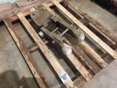 Flat lift beam bracket