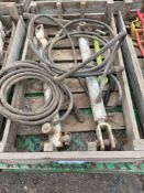 Pair hydraulic rams with hoses