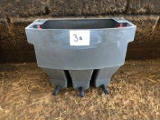 1No triple calf milk feeder