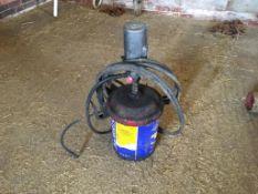 Grease bucket and pump