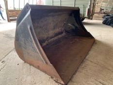 Bucket for loader tractor