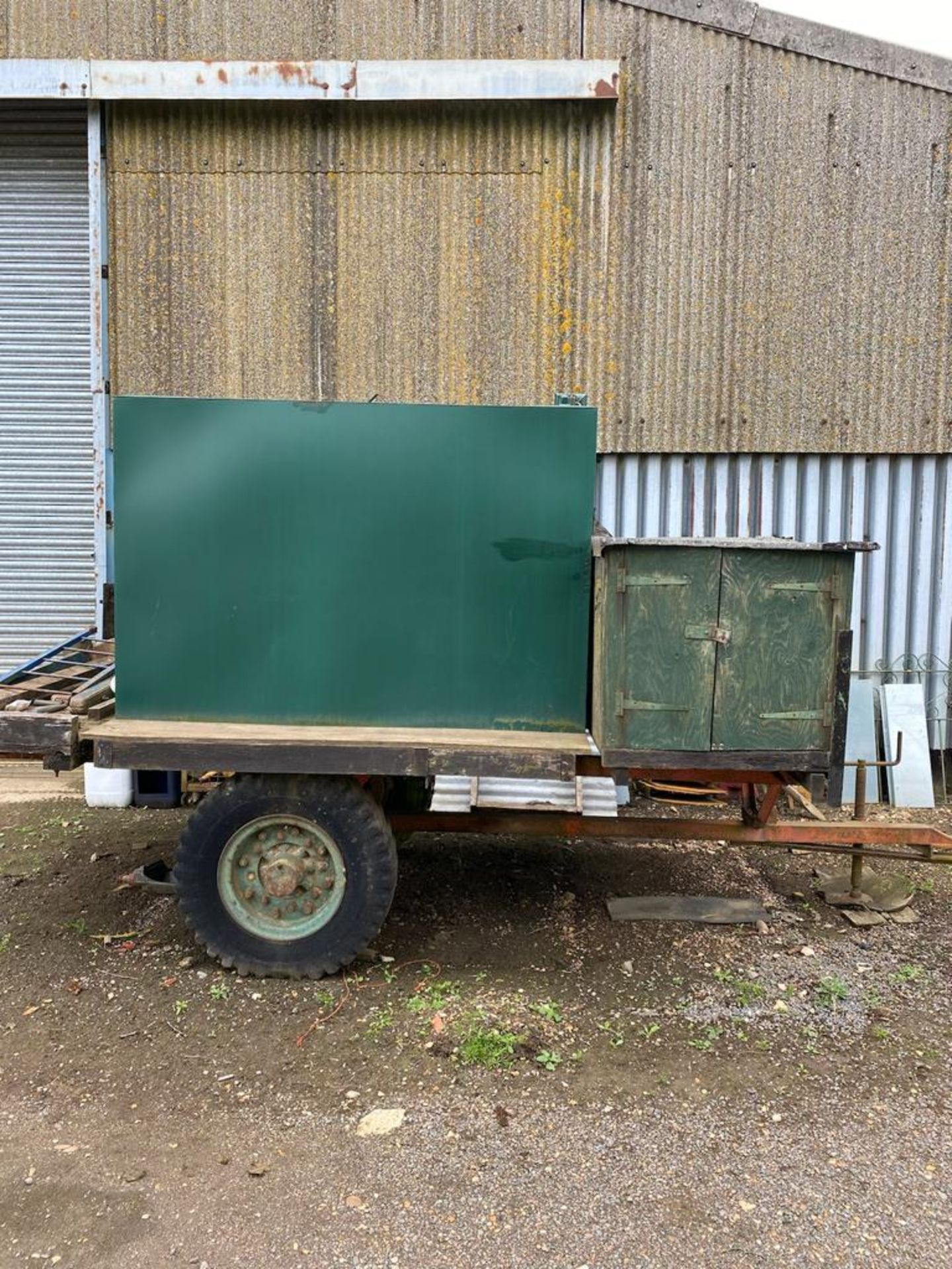 10 ft single axle trailer, metal floor with 800gal metal tank and 12v electric pump - Image 6 of 7