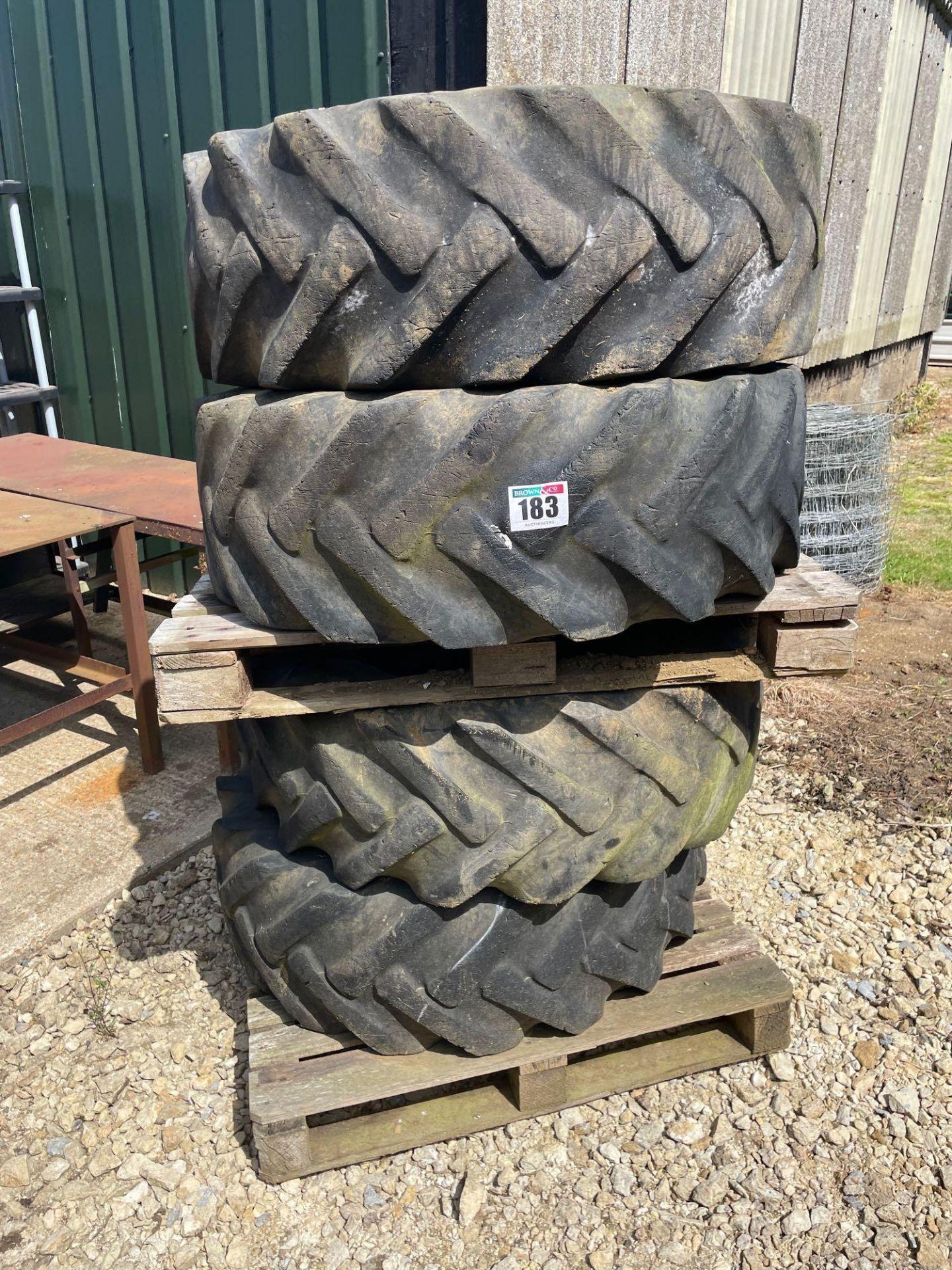 Set Goodyear 15.5/80-24 tyres