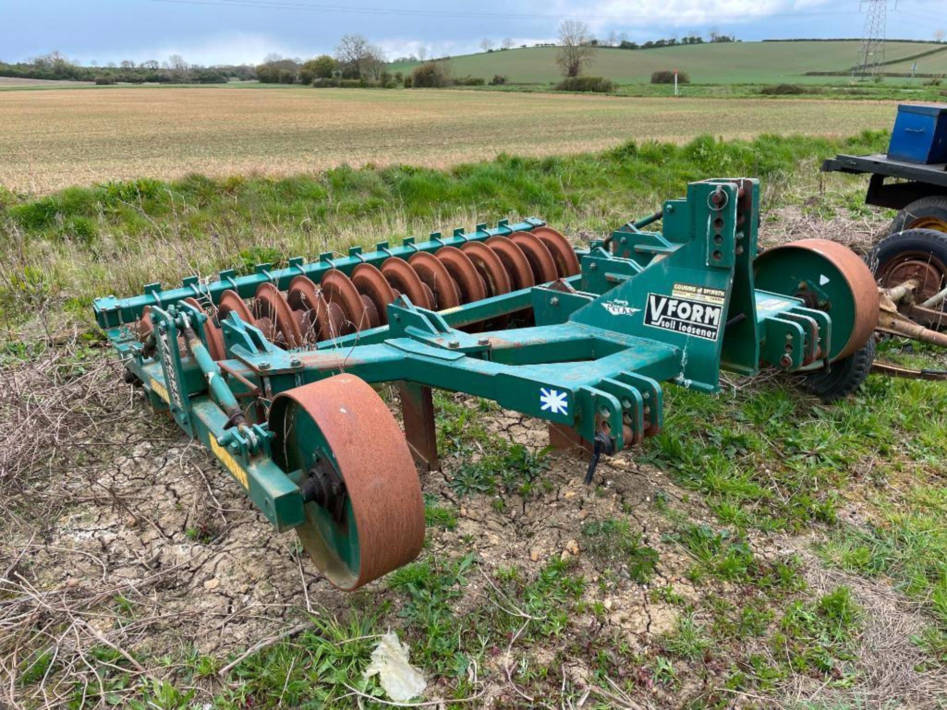 2004 Cousins V Form 3m 5 leg soil loosener with rear packer. Serial No: 2004101 - Image 6 of 7