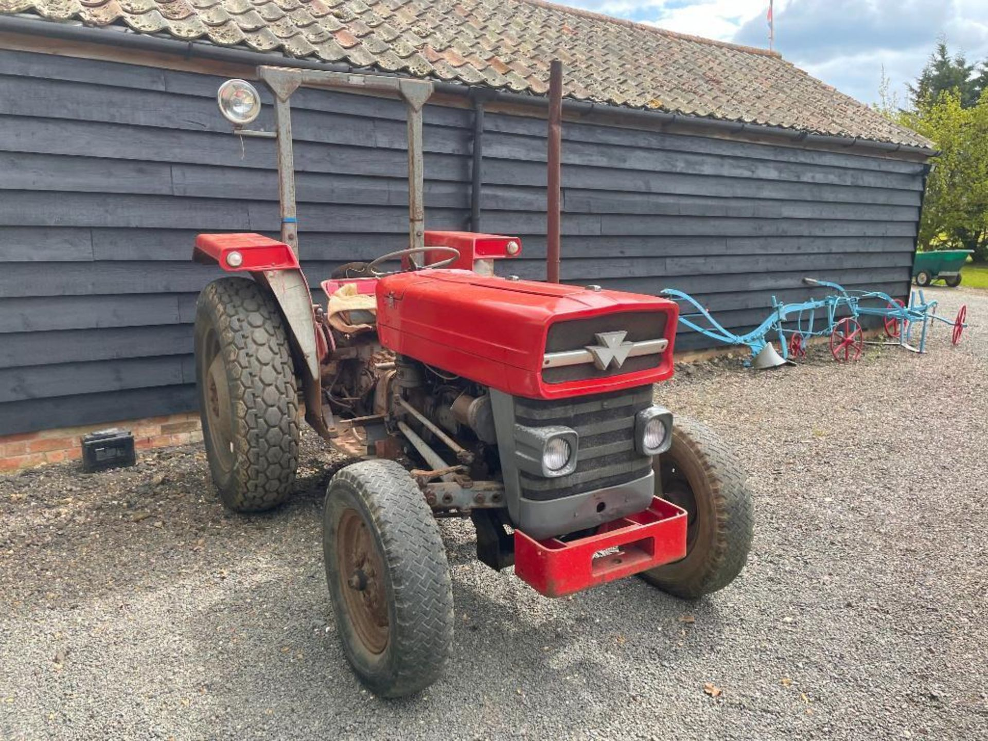 Massey Ferguson 135 2wd tractor with roll bar on 205R16 front and 12.4-28 rear wheels and tyres, die - Image 6 of 9