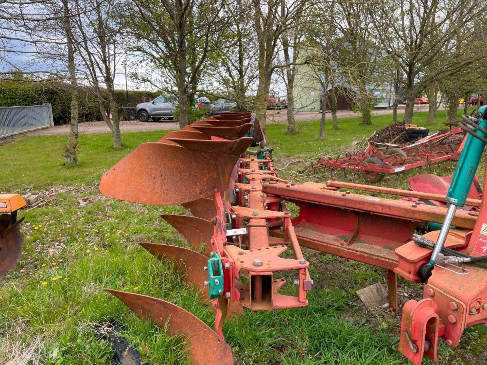 Kverneland 6+1f LO85 reversible plough, hydraulic vari-width. Model No: 85-300-28. Serial No: 240. N - Image 10 of 11