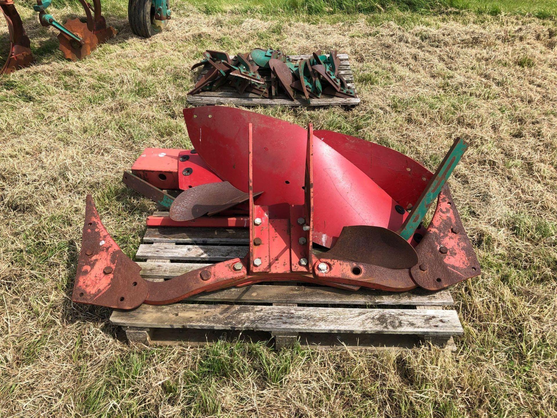 Kverneland 6+1f LO85 reversible plough, hydraulic vari-width. Model No: 85-300-28. Serial No: 240. N - Image 6 of 11