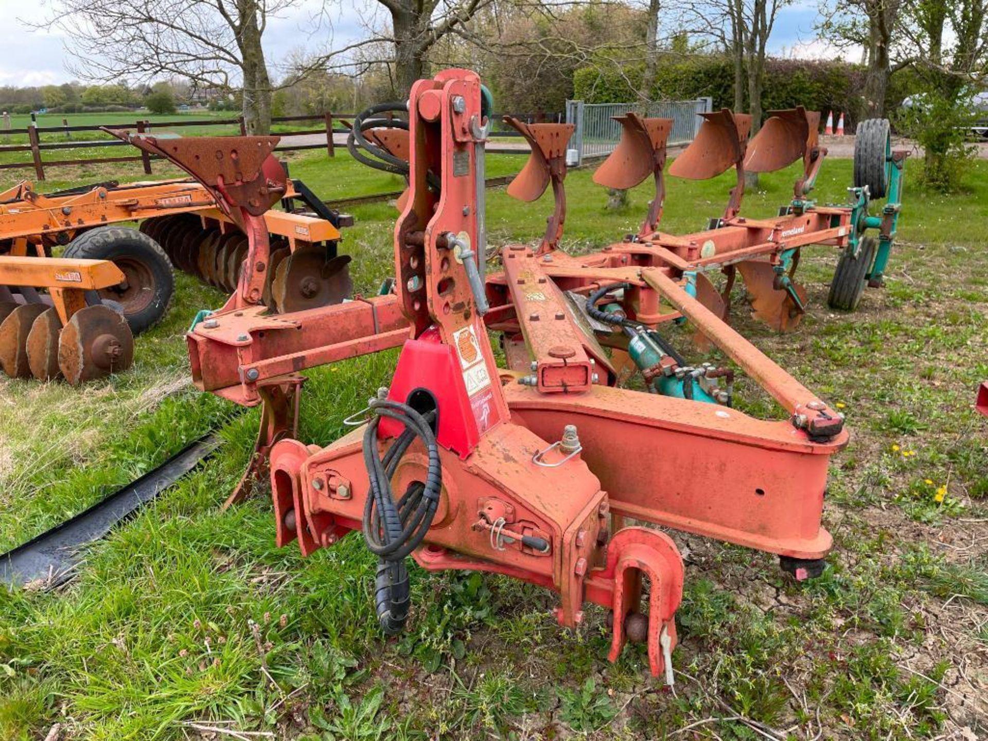 Kverneland 6+1f LO85 reversible plough, hydraulic vari-width. Model No: 85-300-28. Serial No: 240. N - Image 9 of 11