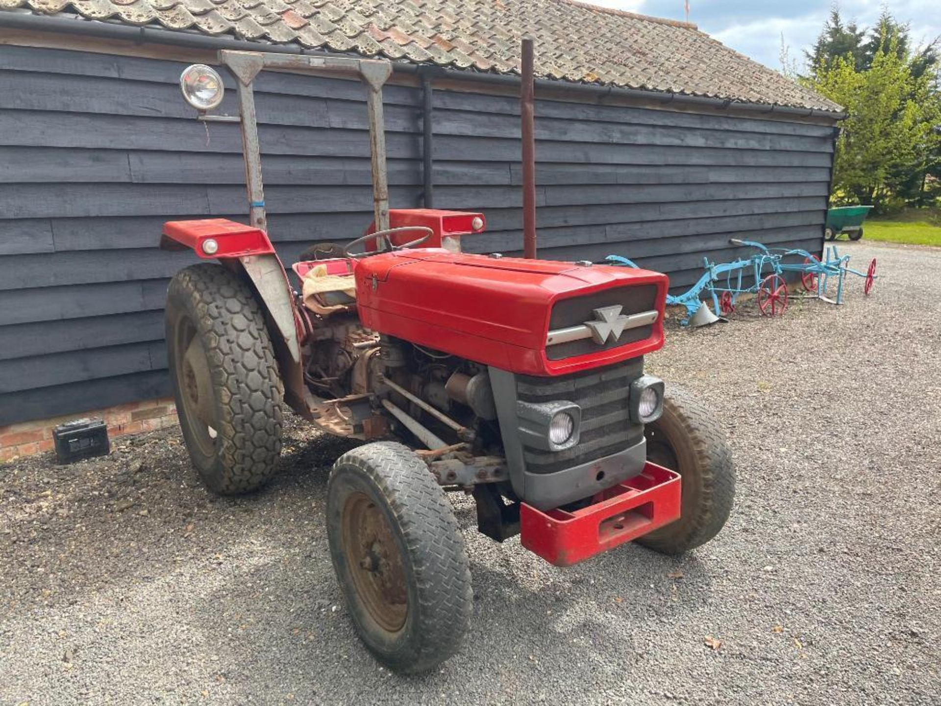 Massey Ferguson 135 2wd tractor with roll bar on 205R16 front and 12.4-28 rear wheels and tyres, die - Image 5 of 9