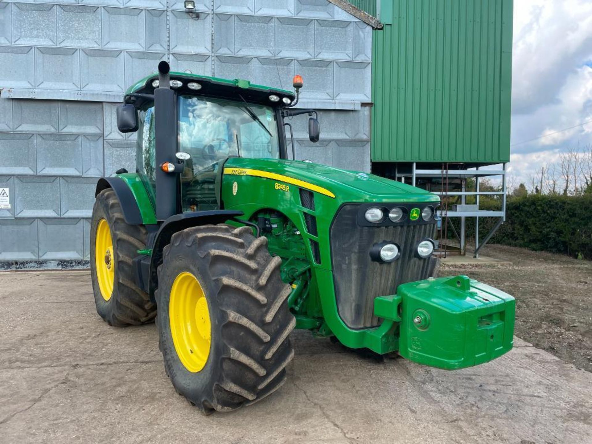 2011 John Deere 8245R 40kph Powershift with 4 electric spools, TLS front suspension and 900kg front - Image 11 of 18