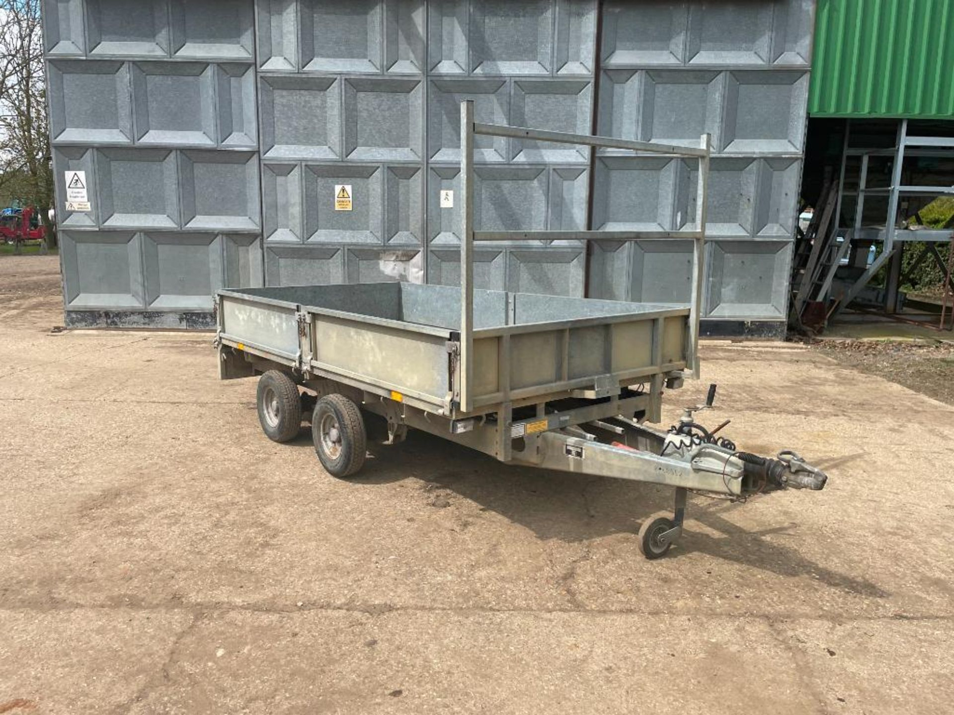 Ifor Williams LT105G 10ft twin axle flat bed trailer with front ladder and aluminium ramps on 145R10 - Image 4 of 12