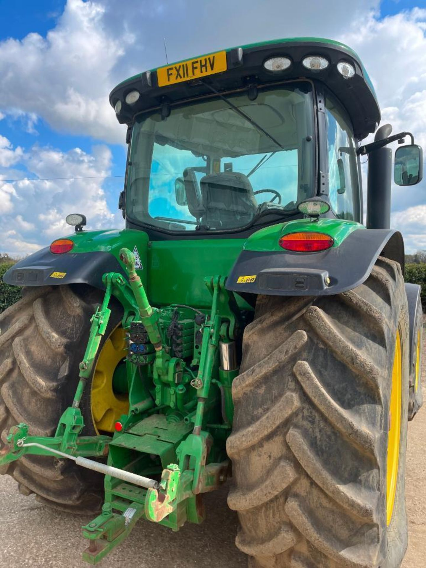 2011 John Deere 8245R 40kph Powershift with 4 electric spools, TLS front suspension and 900kg front - Image 6 of 18
