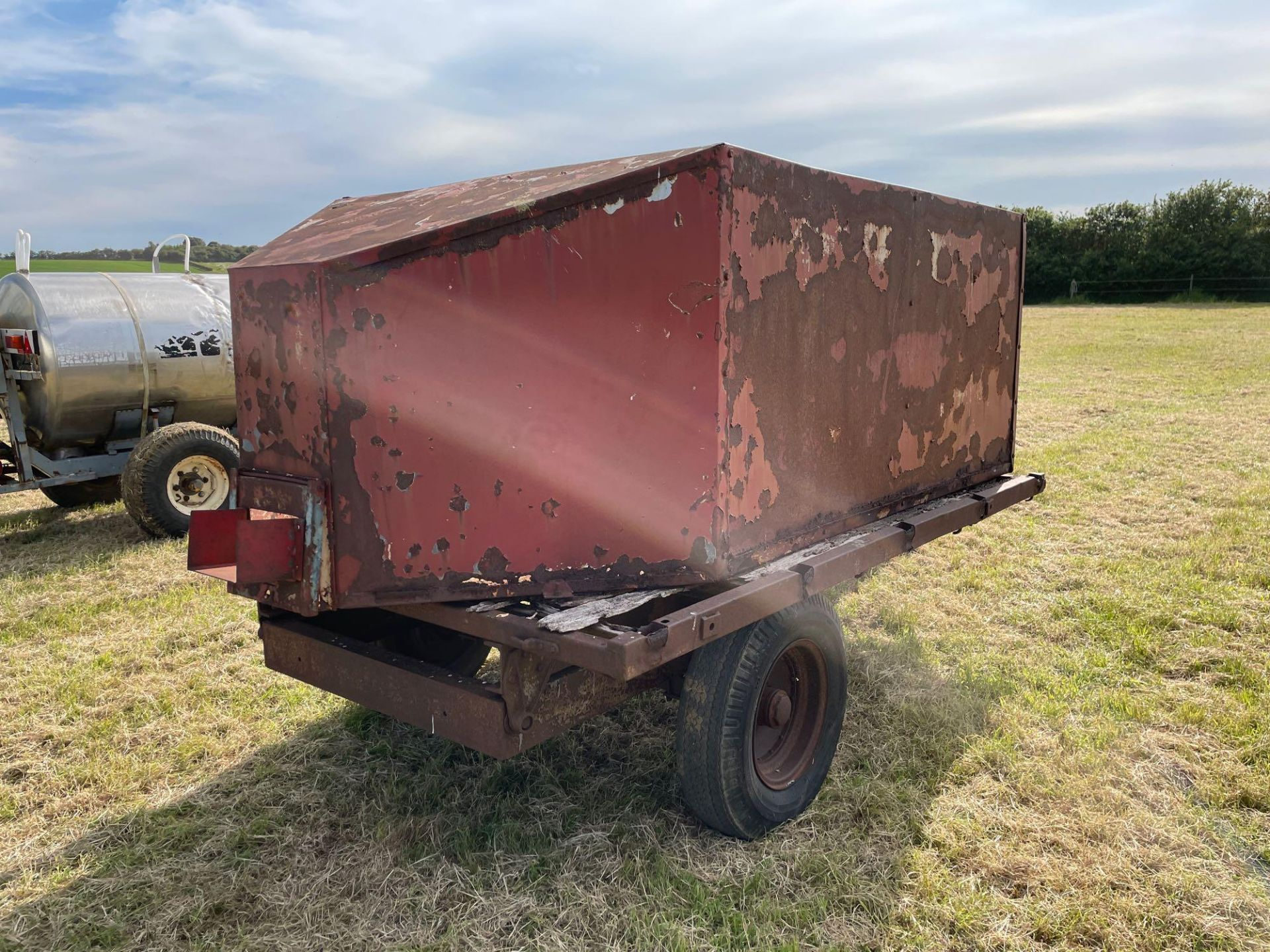 10ft single axle hydraulic tipping trailer, wooden floor with steel tank and grain chute - Image 4 of 6