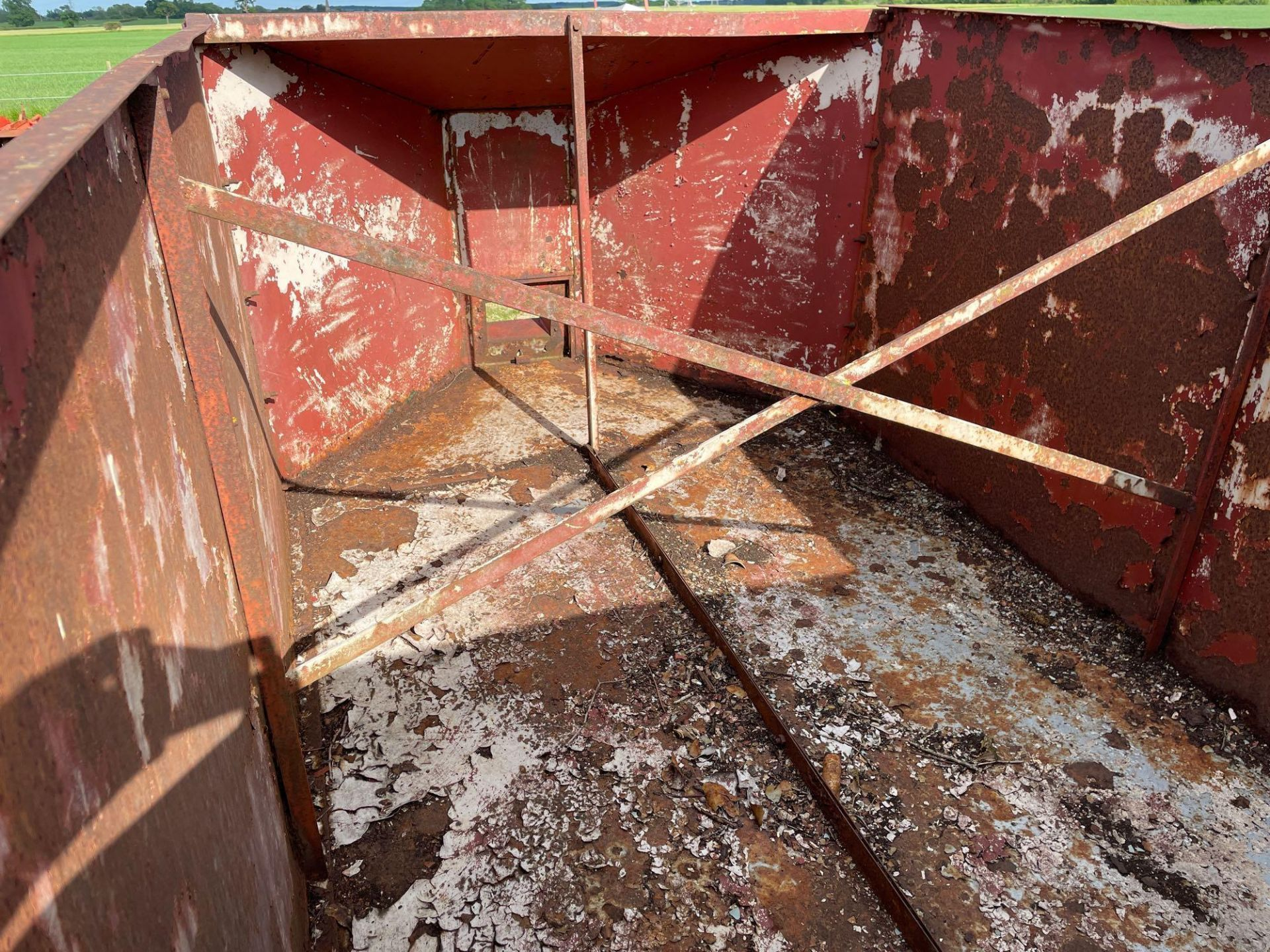 10ft single axle hydraulic tipping trailer, wooden floor with steel tank and grain chute - Image 5 of 6