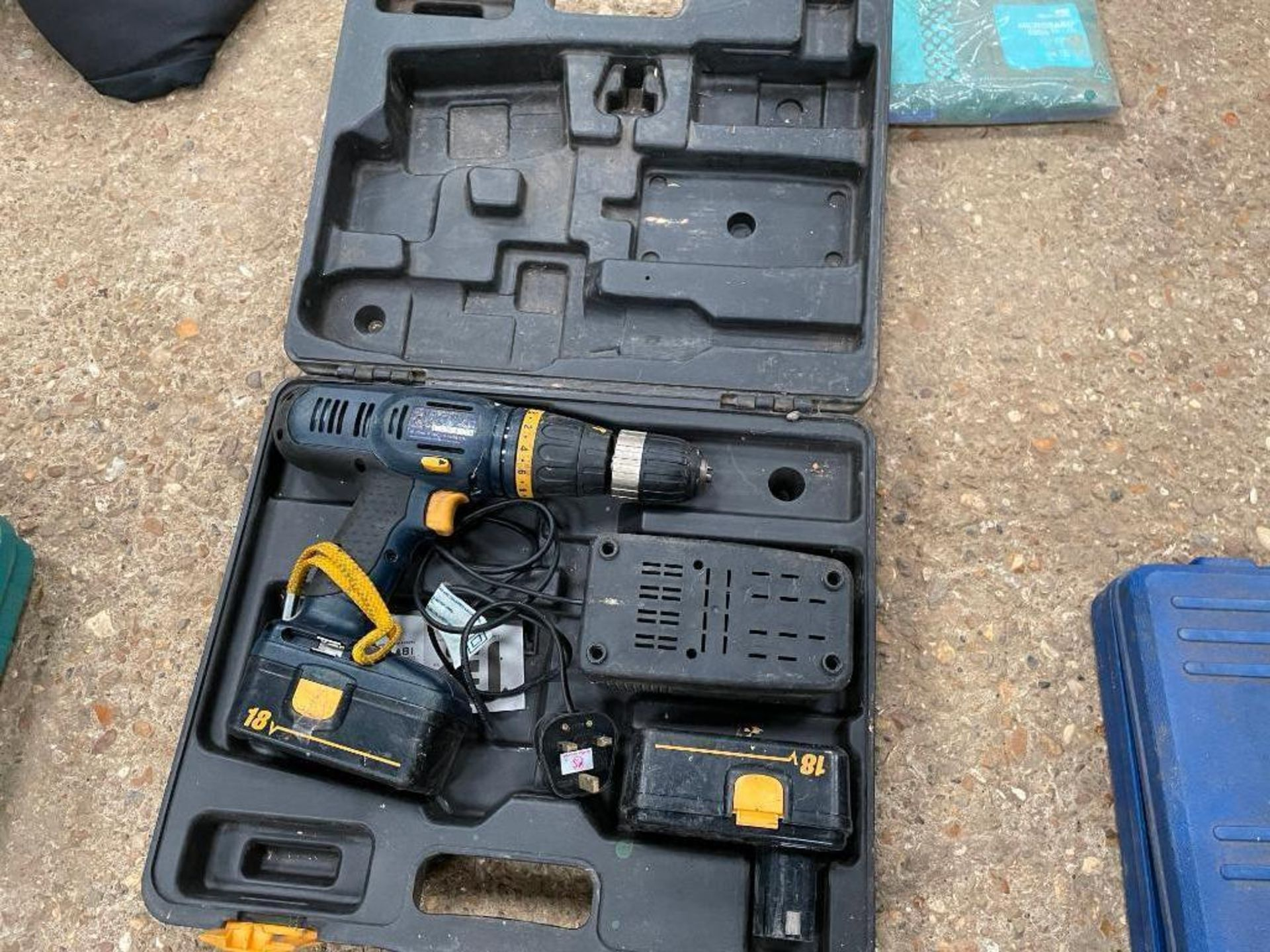 Pro 18V battery drill with 2 batteries and charger - Image 2 of 2