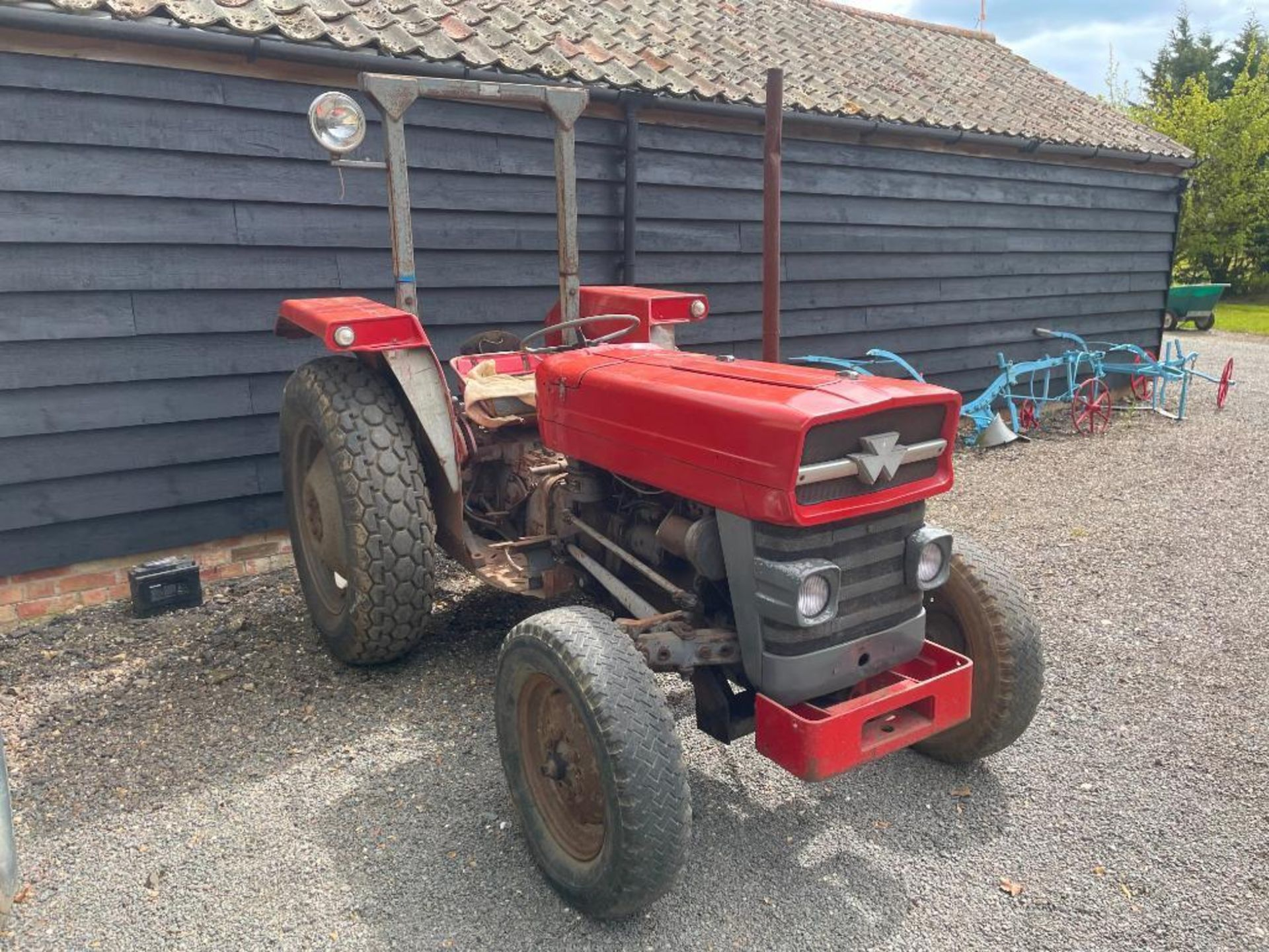 Massey Ferguson 135 2wd tractor with roll bar on 205R16 front and 12.4-28 rear wheels and tyres, die - Image 2 of 9