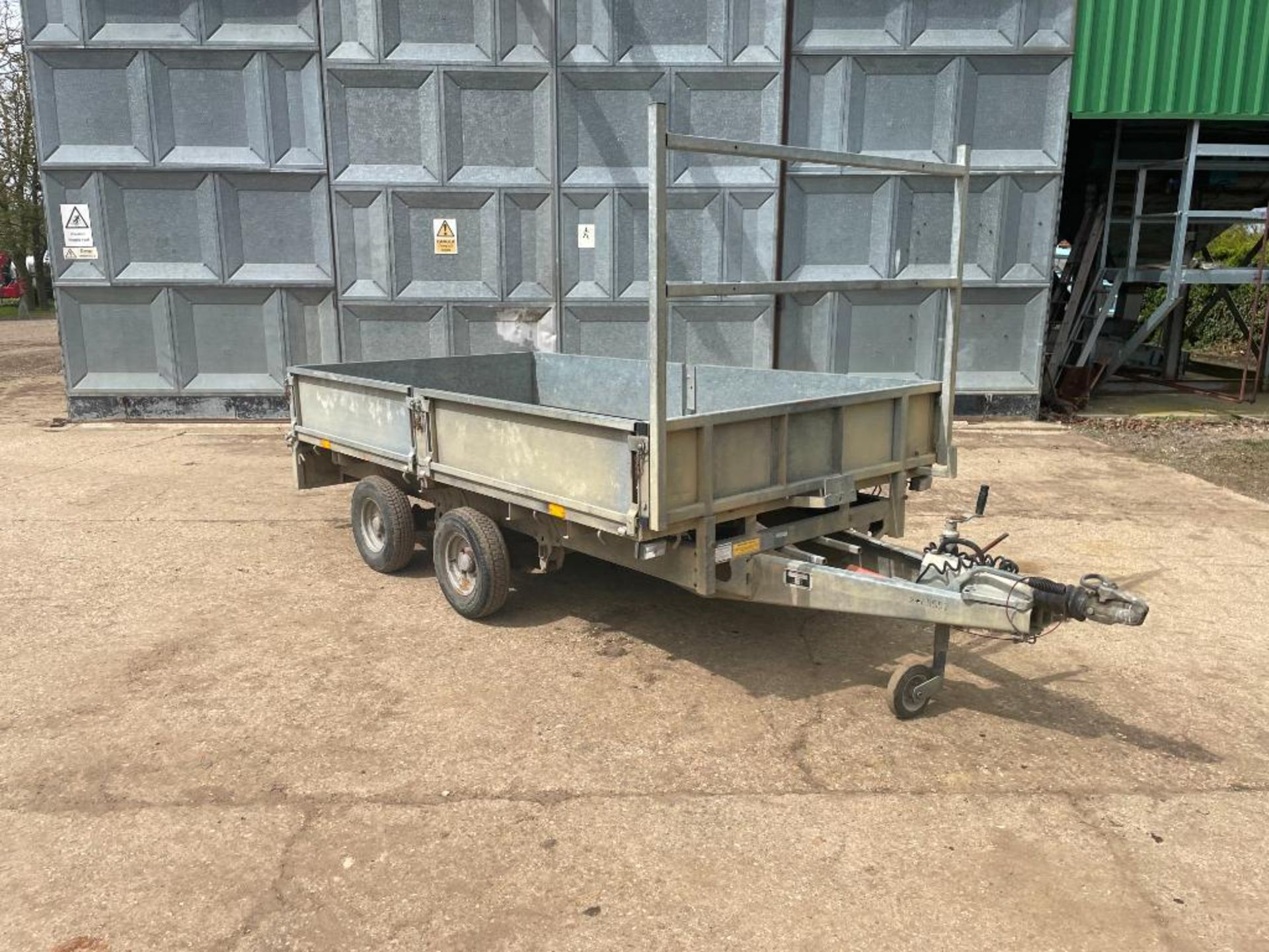 Ifor Williams LT105G 10ft twin axle flat bed trailer with front ladder and aluminium ramps on 145R10 - Image 3 of 12