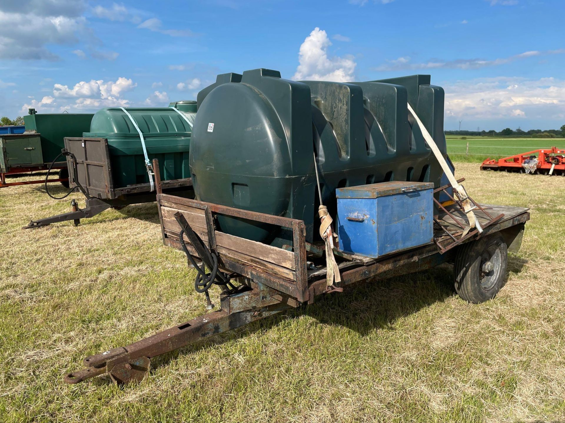 10 ft single axle trailer, wooden floor with 2500l plastic tank 12v electric pump - Image 3 of 5