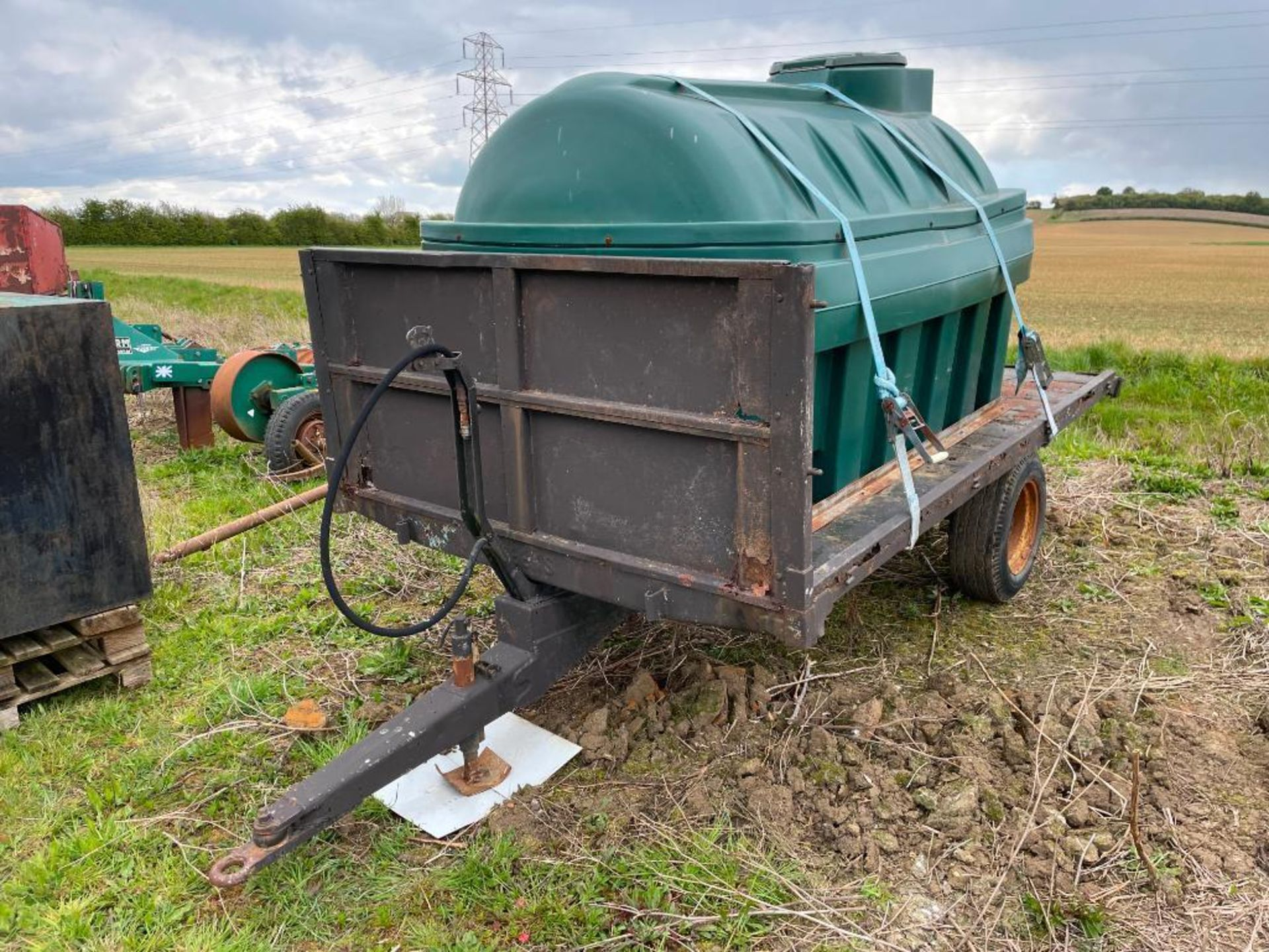 10 ft single axle trailer, wooden floor with Balmoral 2500l tank and 12v electric pump - Image 5 of 5