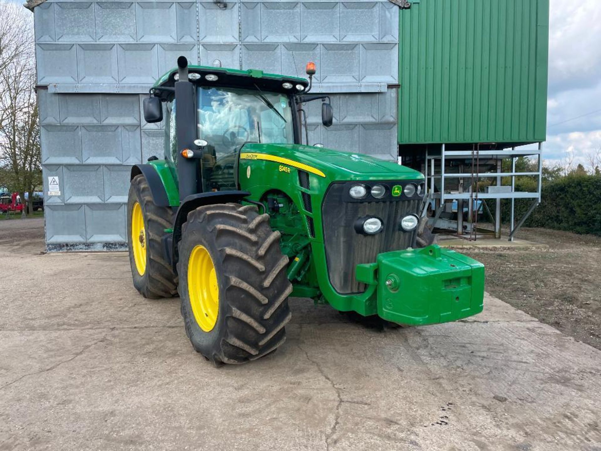 2011 John Deere 8245R 40kph Powershift with 4 electric spools, TLS front suspension and 900kg front - Image 15 of 18