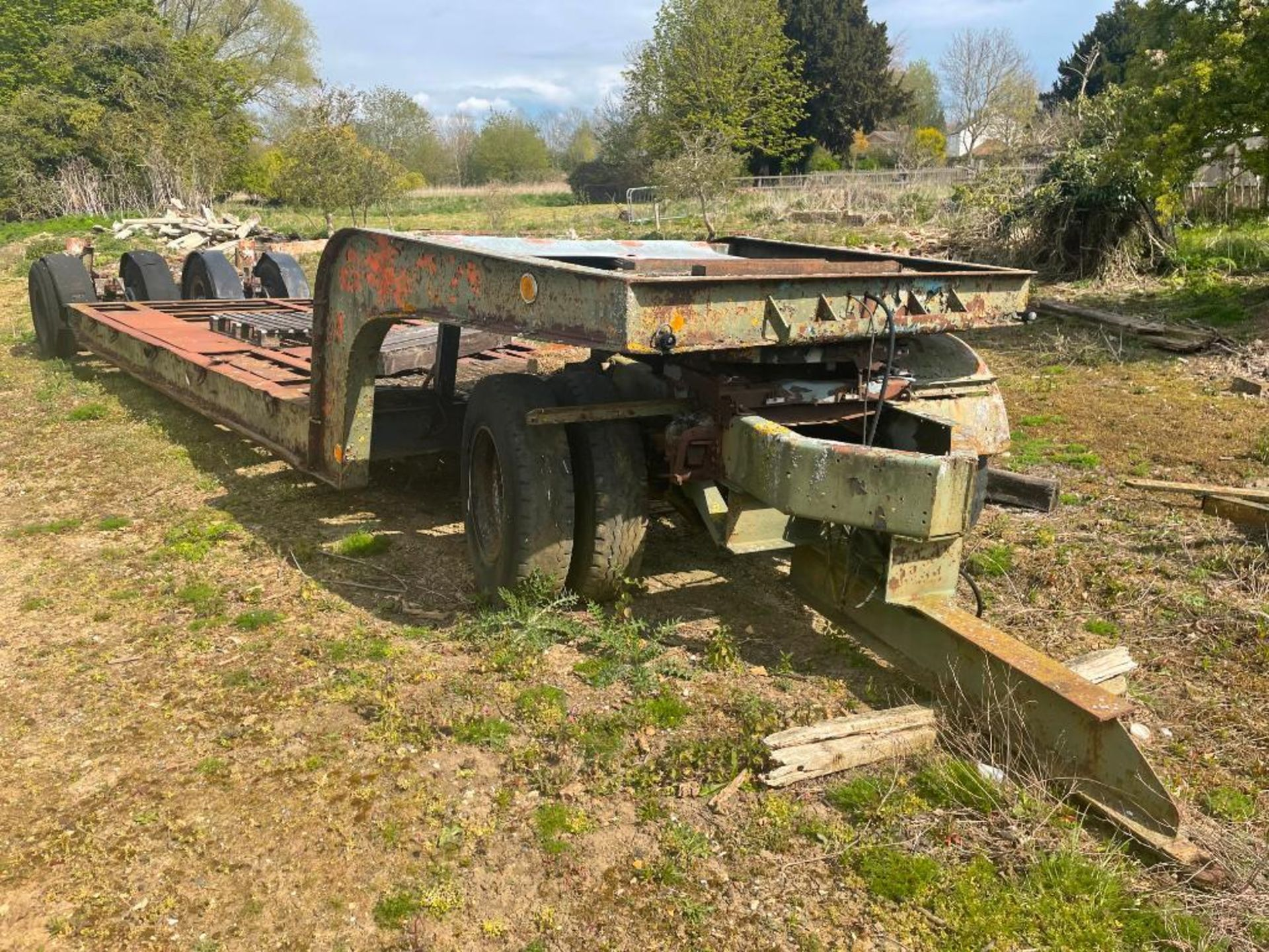 4 wheels swan-neck 6m low loader trailer with front dolly, hydraulic lowering. PLEASE NOTE: This ite