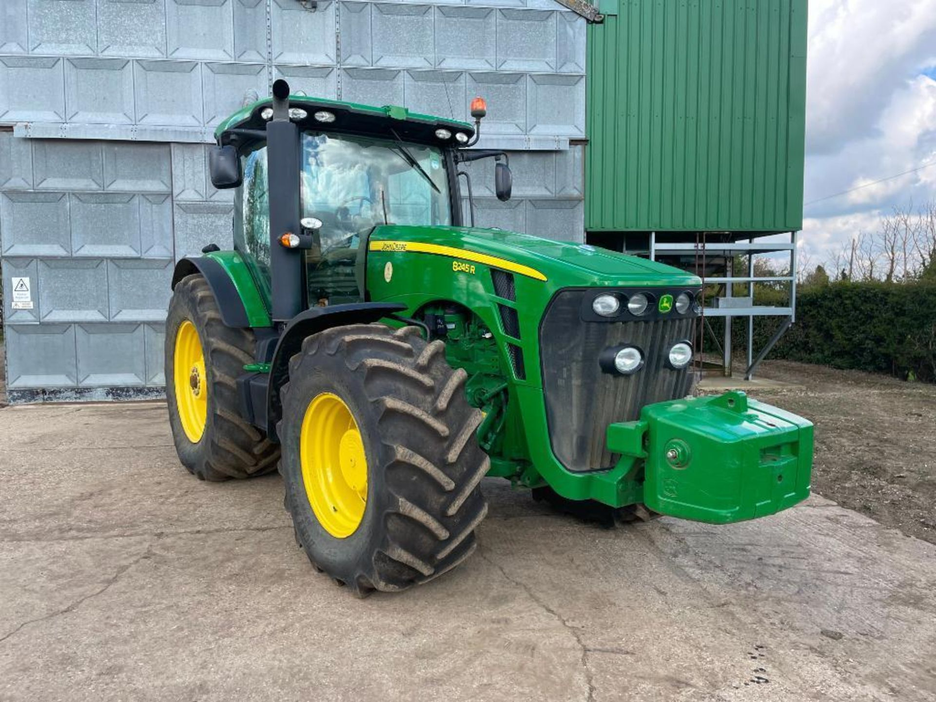 2011 John Deere 8245R 40kph Powershift with 4 electric spools, TLS front suspension and 900kg front - Image 12 of 18