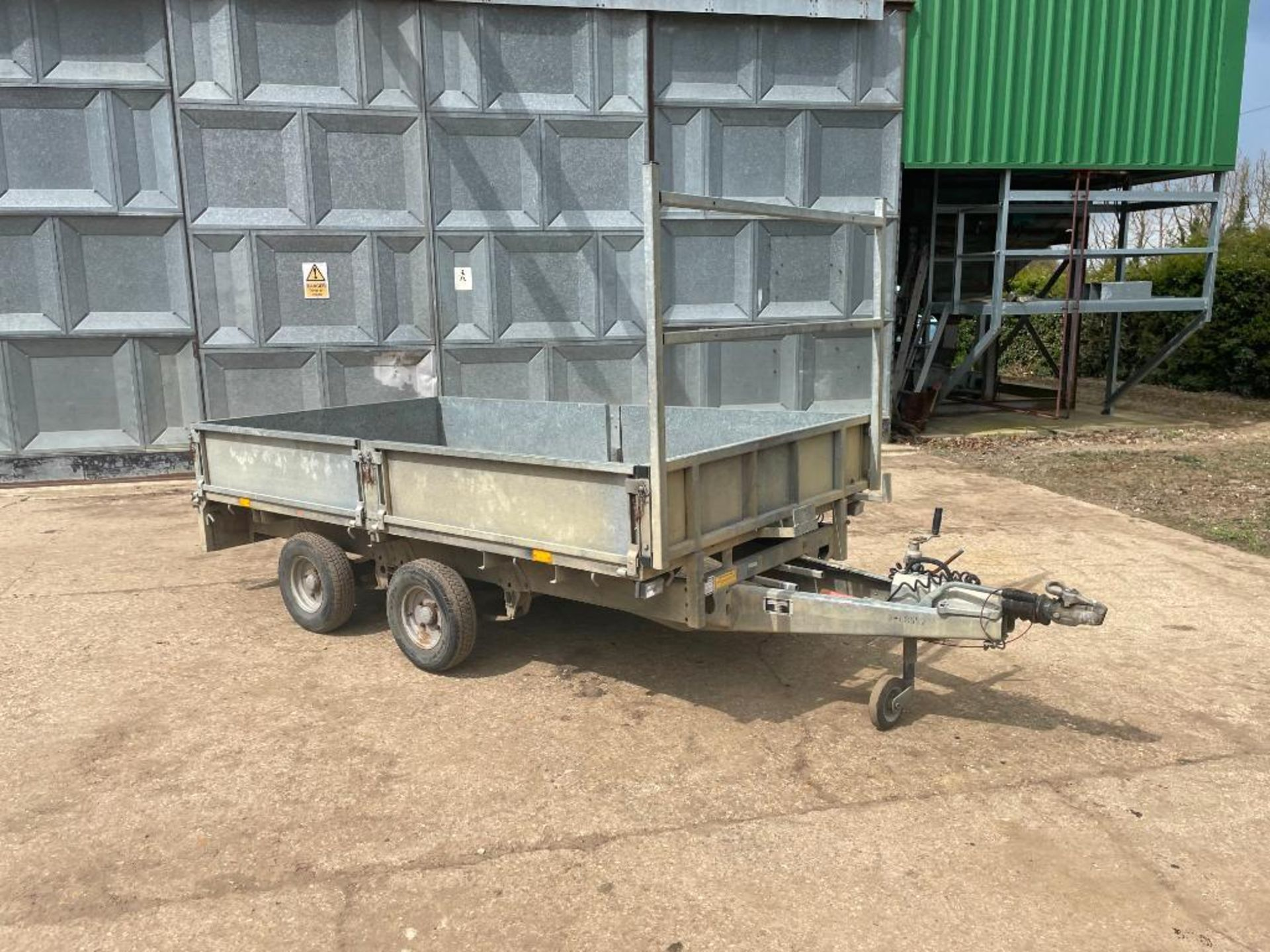 Ifor Williams LT105G 10ft twin axle flat bed trailer with front ladder and aluminium ramps on 145R10 - Image 2 of 12